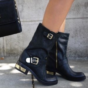Vince Camuto Black Leather Winchell Moto Boots